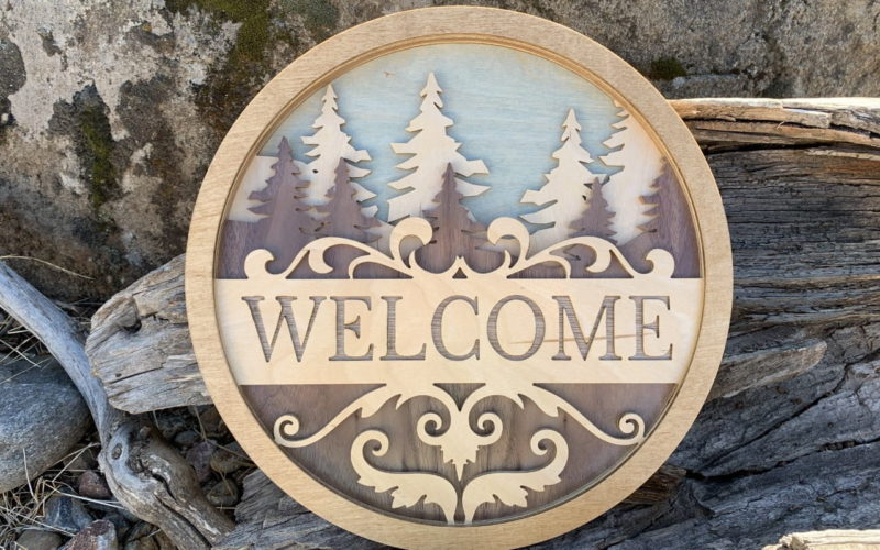 wood-layered-trees-sign-decor